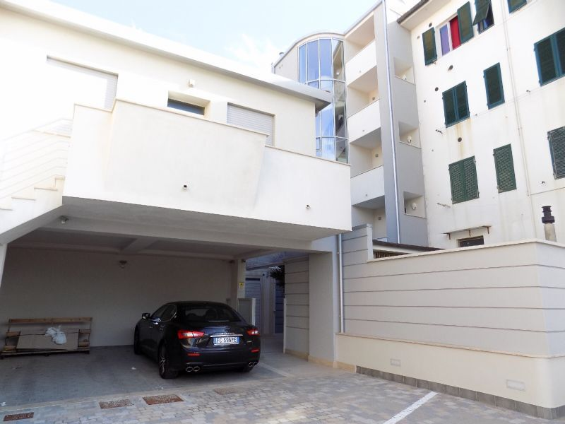 Lido di Camaiore, Apartment with terrace in front of the sea : apartment  for sale  Lido di Camaiore