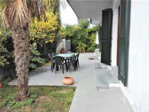 : two-family house with garden for sale Forte dei Marmi Forte dei Marmi