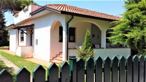 : detached villa with garden for sale  Marina di Pietrasanta