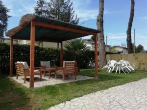 two-family house to rent Lido di Camaiore : two-family house with garden to rent Lido di Camaiore Lido di Camaiore