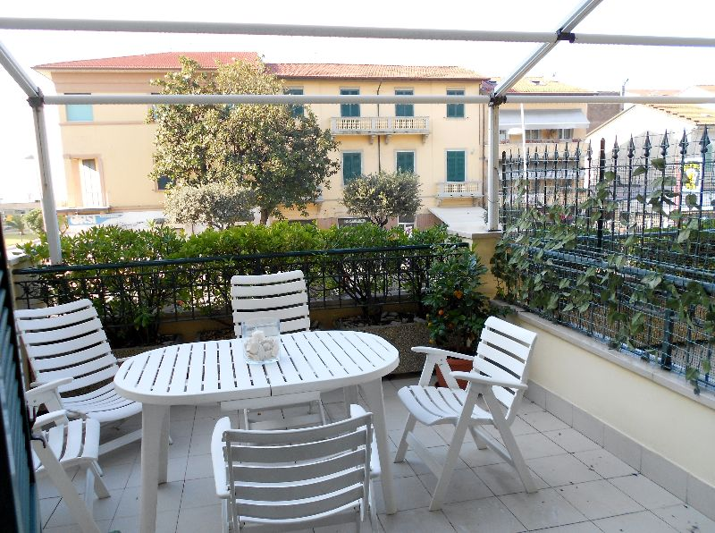 Lido di Camaiore (6 Pax) Apartment in front of the sea