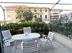 Lido di Camaiore (6 Pax) Apartment in front of the sea : apartment  to rent  Lido di Camaiore