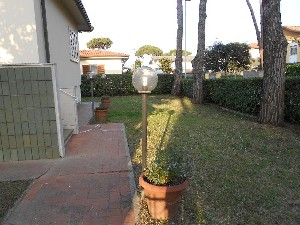 Lido di Camaiore villa in bifamiliare (8 PAX) : two-family house  to rent  Lido di Camaiore