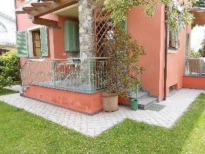 Capezzano Pianore elegante villa singola : detached villa  for sale  Camaiore
