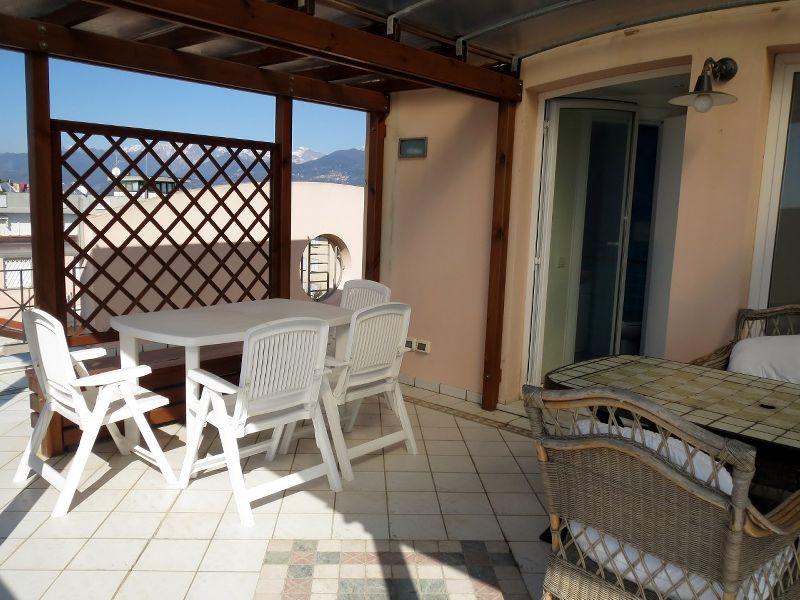 Lido di Camaiore, attico con terrazza vista mare Lido di Camaiore ...